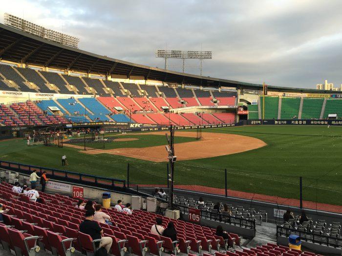 attending korean baseball game seoul 700x525 - Attending a Doosan Bears KBO game at Jamsil Stadium in Seoul, South Korea