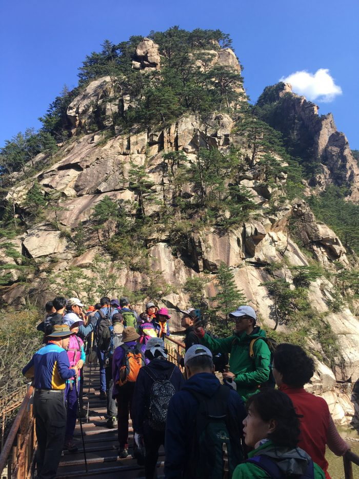 biseondae hike crowds 700x933 - Hiking in Seoraksan National Park - Biseondae