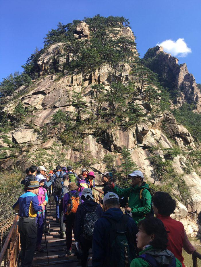 biseondae hike crowds 700x933 - Hiking in Seoraksan National Park - Biseondae
