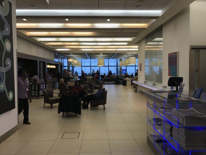 british airways north galleries club lounge london heathrow entrance 700x525 - British Airways North Galleries Club Lounge London Heathrow LHR review