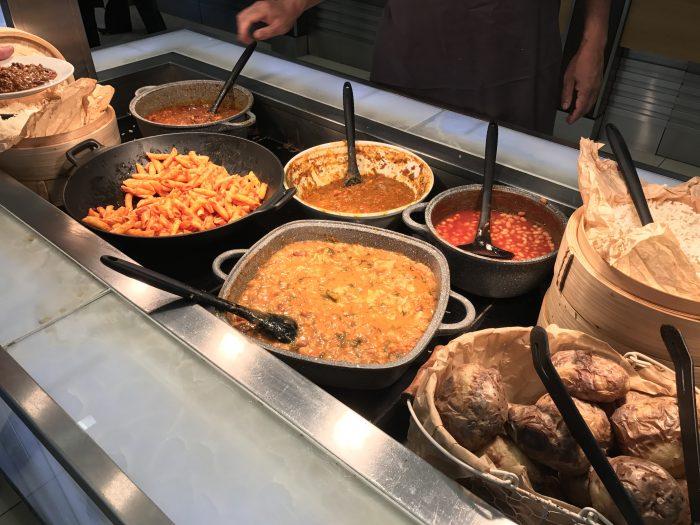 british airways north galleries club lounge london heathrow hot food 700x525 - British Airways North Galleries Club Lounge London Heathrow LHR review