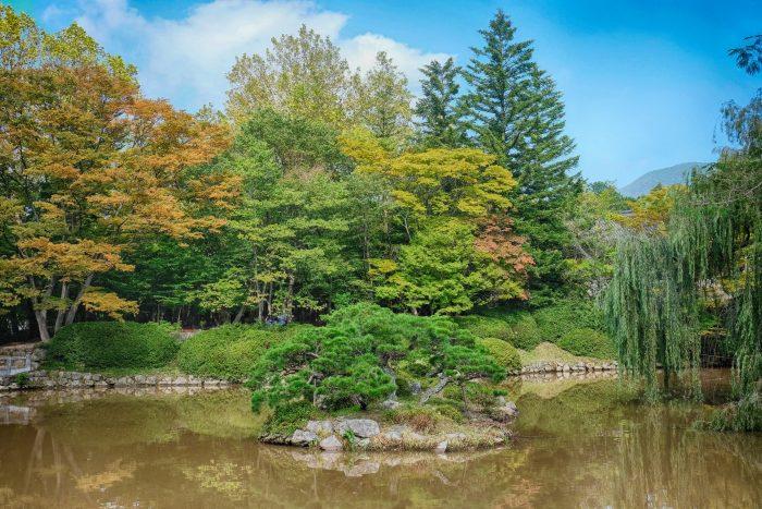 bulguksa temple gardens 700x467 - A day trip from Busan to Gyeongju, South Korea