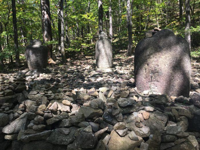 heundeulbawi rock gyejoam grotto ulsanbawi rock hike 700x525 - Hiking in Seoraksan National Park - Heundeulbawi Rock, Gyejoam Grotto, & Ulsanbawi Rock