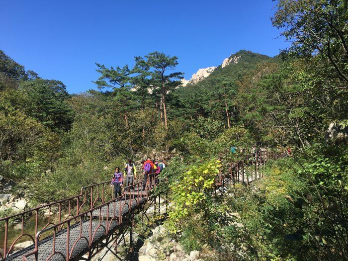 heundeulbawi rock gyejoam grotto ulsanbawi rock trail 700x525 - Hiking in Seoraksan National Park - Heundeulbawi Rock, Gyejoam Grotto, & Ulsanbawi Rock