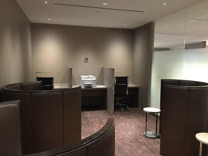 jal first class lounge tokyo haneda business center 700x525 - Japan Airlines JAL First Class Lounge Tokyo Haneda HND review