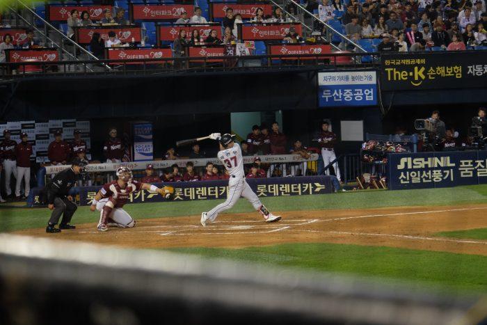 kbo game seoul 700x467 - Attending a Doosan Bears KBO game at Jamsil Stadium in Seoul, South Korea