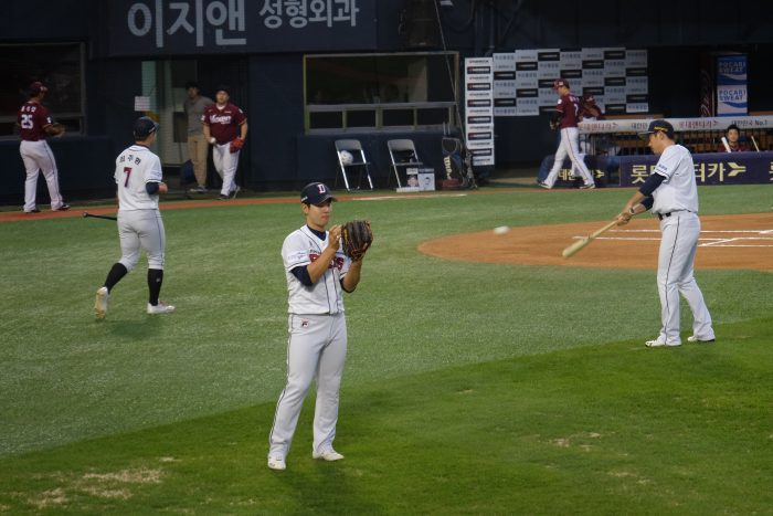 korean baseball game 700x467 - Attending a Doosan Bears KBO game at Jamsil Stadium in Seoul, South Korea