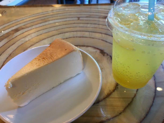 seoraksan cheesecake 700x525 - Hiking in Seoraksan National Park - Heundeulbawi Rock, Gyejoam Grotto, & Ulsanbawi Rock