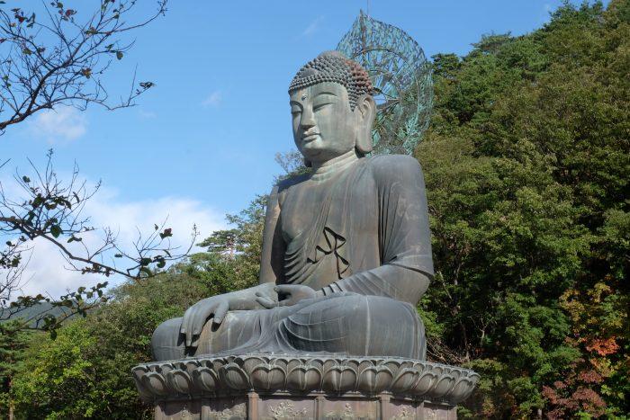 seoraksan national park buddha 700x467 - Hiking in Seoraksan National Park - Biseondae