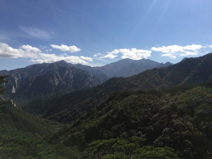 seoraksan national park overlook 700x525 - Hiking in Seoraksan National Park - Heundeulbawi Rock, Gyejoam Grotto, & Ulsanbawi Rock