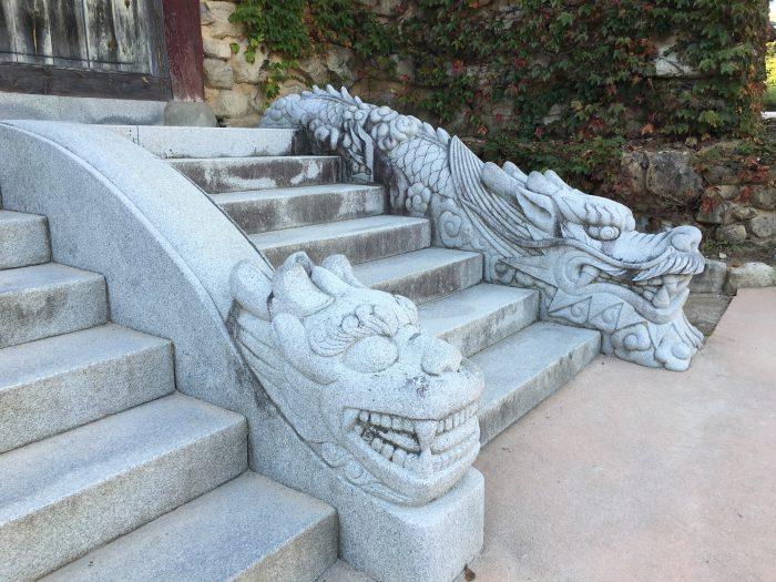 sinheungsa temple dragon steps 700x525 - Hiking in Seoraksan National Park - Heundeulbawi Rock, Gyejoam Grotto, & Ulsanbawi Rock