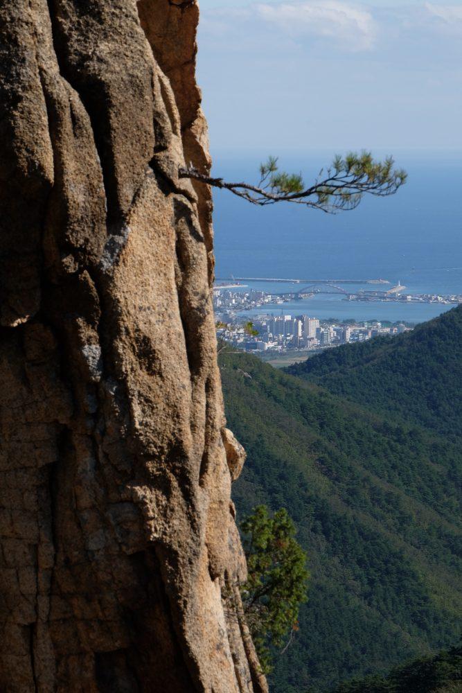 sokcho seoraksan national park 667x1000 - Hiking in Seoraksan National Park - Biryong, Yukdam, & Towangseong Falls