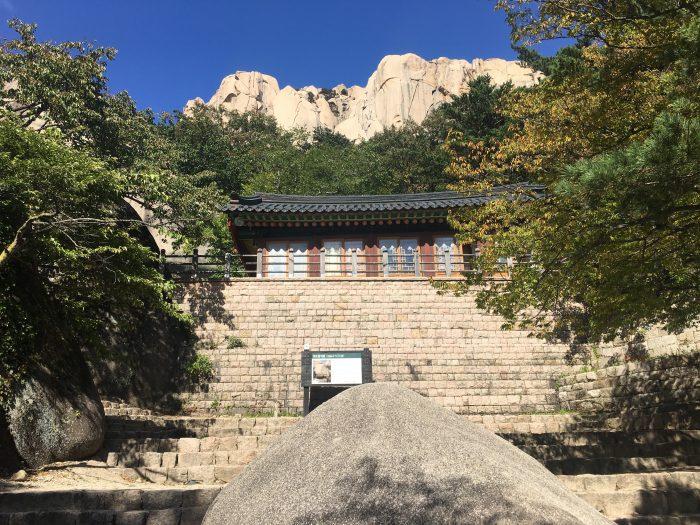 ulsanbawi gyejoam grotto 700x525 - Hiking in Seoraksan National Park - Heundeulbawi Rock, Gyejoam Grotto, & Ulsanbawi Rock