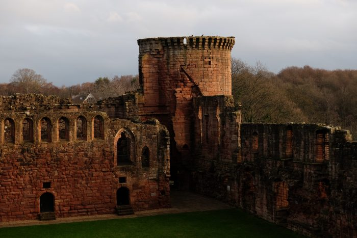 bothwell castle 700x467 - A day trip from Glasgow to Bothwell Castle