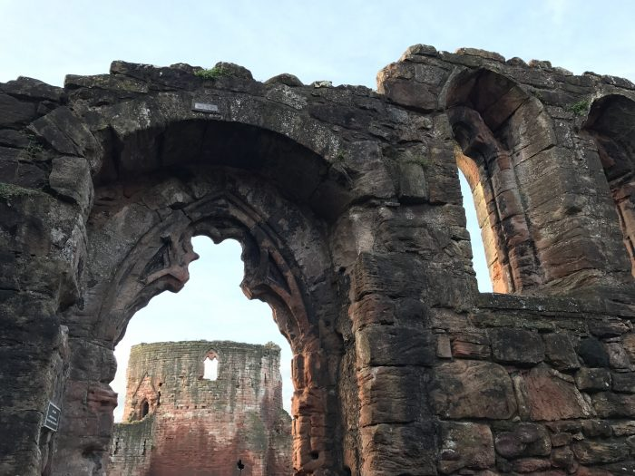 bothwell castle glasgow 700x525 - A day trip from Glasgow to Bothwell Castle