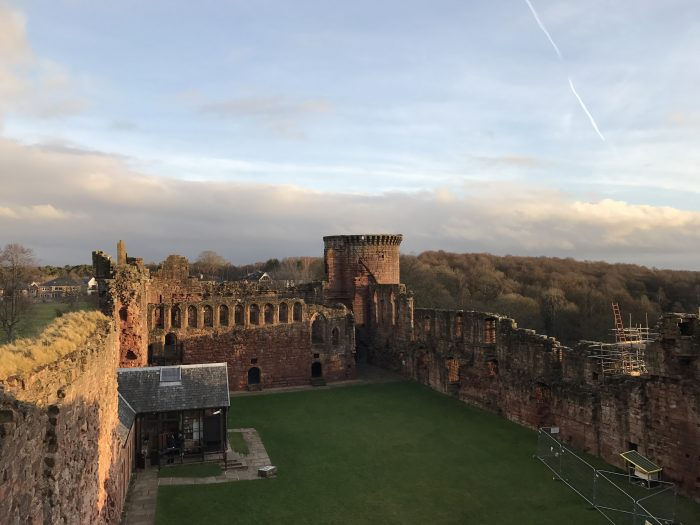 bothwell castle scotland 700x525 - A day trip from Glasgow to Bothwell Castle
