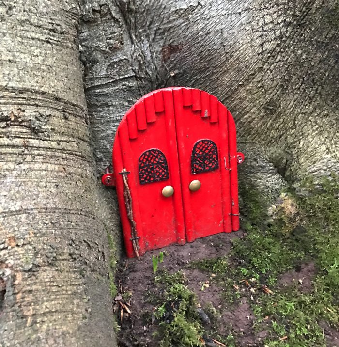 clyde little red door 700x716 - A day trip from Glasgow to Bothwell Castle