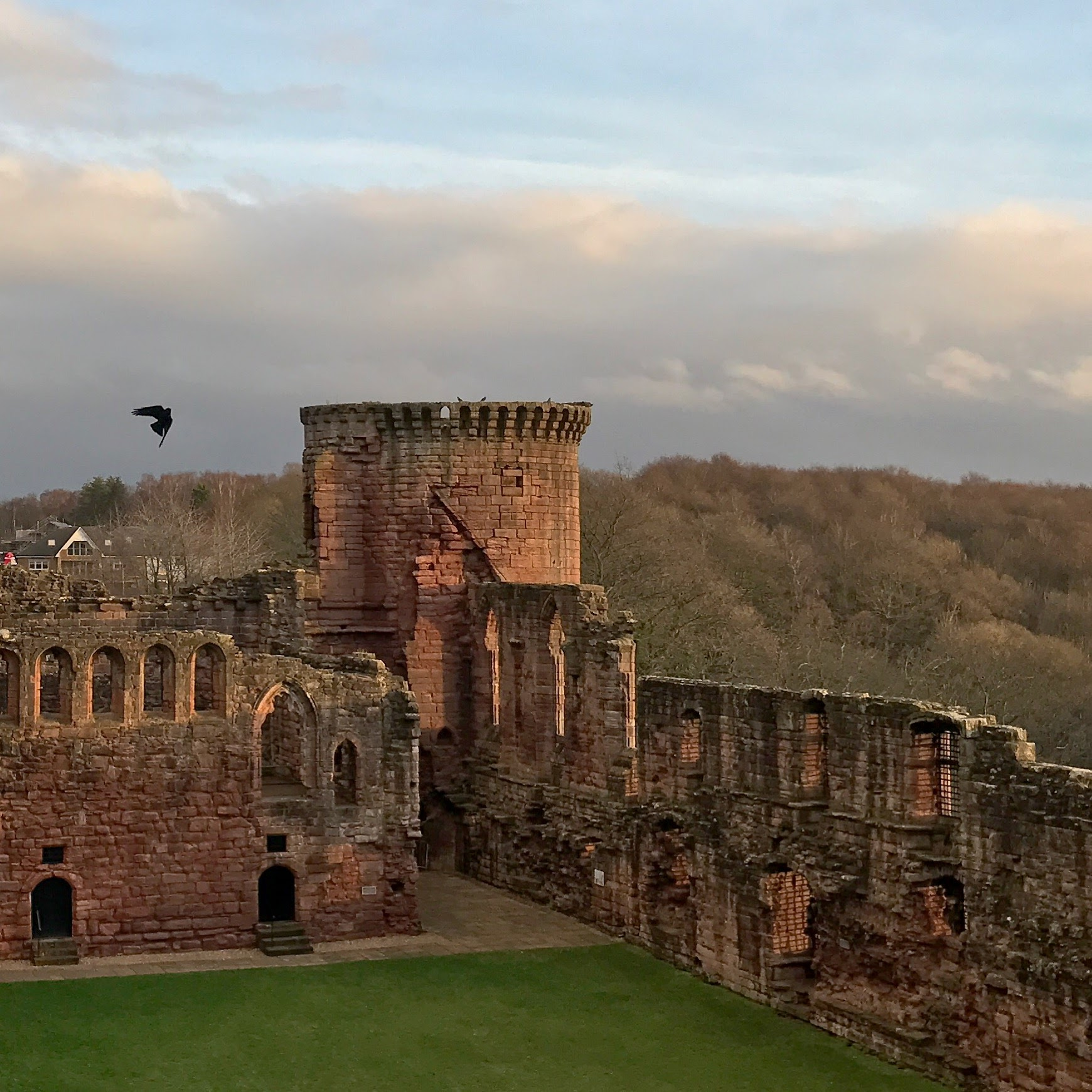 A Day Trip From Glasgow To Bothwell Castle