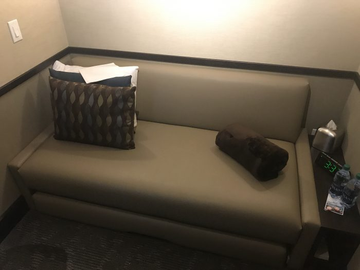 minute suites dallas fort worth dfw terminal a bed couch 700x525 - Minute Suites Dallas-Fort Worth DFW Terminal A review