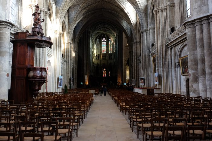 bordeaux cathedral interior 700x467 - A walking tour of historic Bordeaux & The Port of the Moon