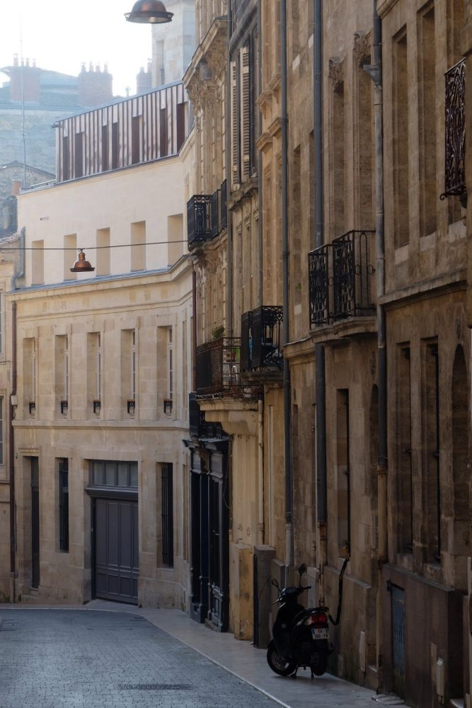 bordeaux streets 667x1000 - A walking tour of historic Bordeaux & The Port of the Moon
