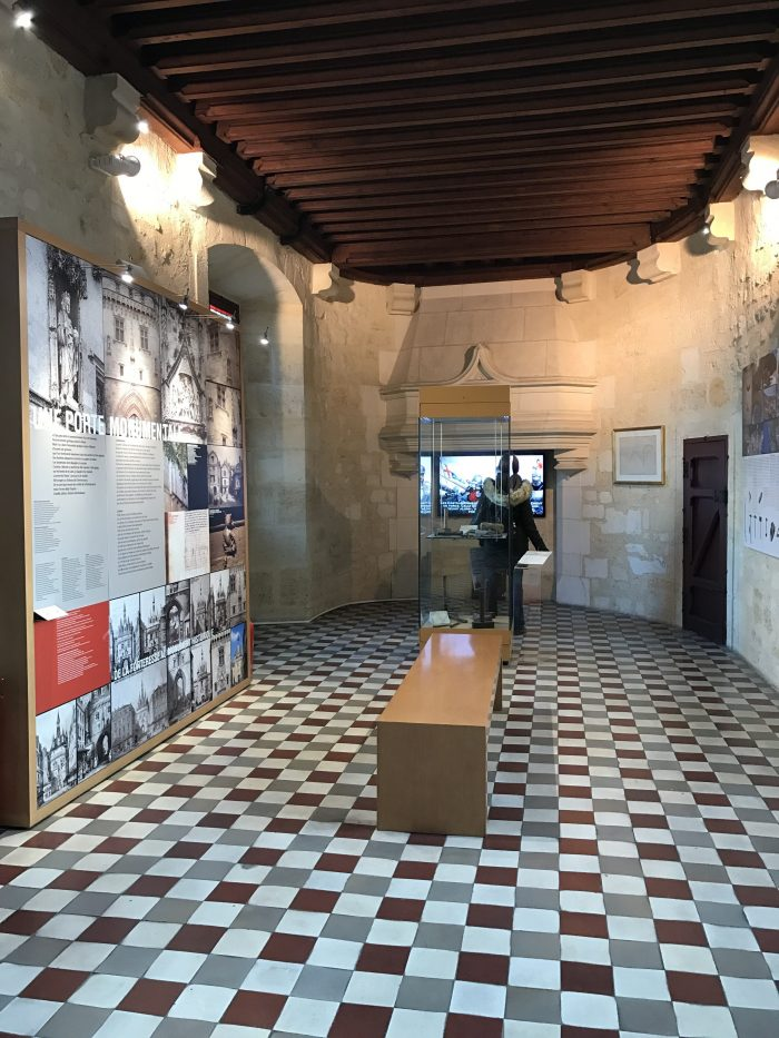 porte cailhau museum 700x933 - A walking tour of historic Bordeaux & The Port of the Moon