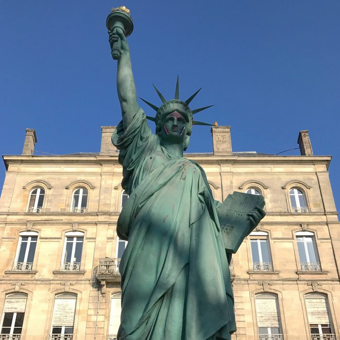 statue of liberty bordeaux 700x700 - A walking tour of historic Bordeaux & The Port of the Moon