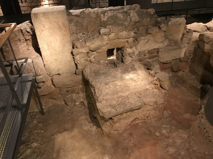 museum of the history of barcelona gothic quarter ruins walls 700x525 - The top 10 things to do in the Gothic Quarter of Barcelona
