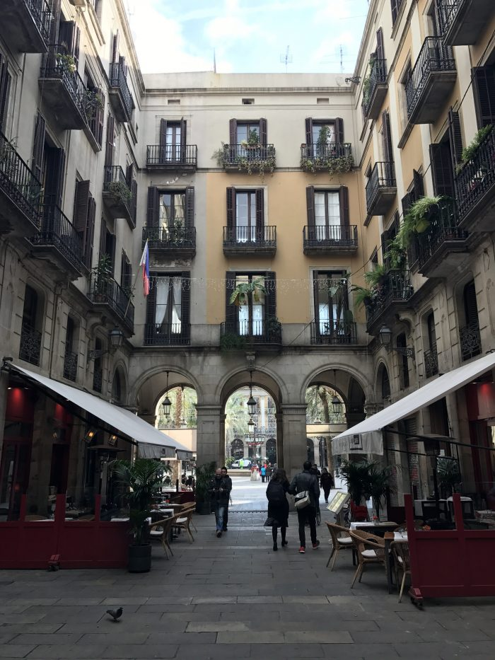 placa reial gothic quarter barcelona 700x933 - The top 10 things to do in the Gothic Quarter of Barcelona