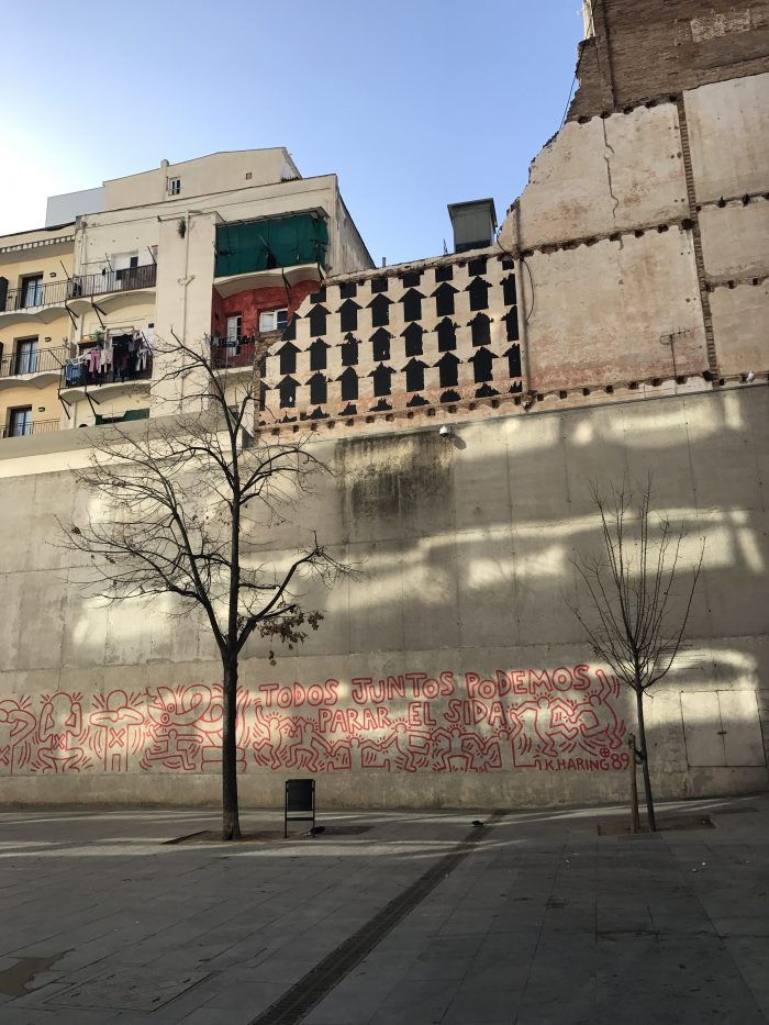 keith haring todos juntos podemos parar el sida 700x933 - A visit to MACBA - Museu d'Art Contemporani de Barcelona
