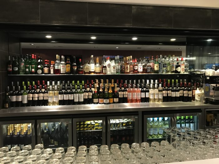 no 1 traveler lounge london heathrow bar 700x525 - No 1 Traveler Lounge London Heathrow LHR review
