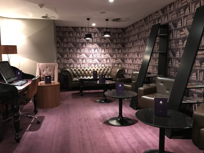 no 1 traveler lounge london heathrow club room 700x525 - No 1 Traveler Lounge London Heathrow LHR review