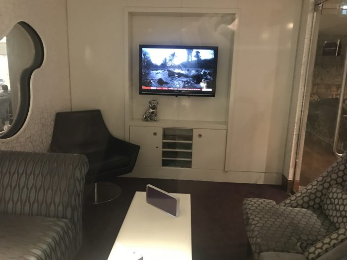 no 1 traveler lounge london heathrow tv room 700x525 - No 1 Traveler Lounge London Heathrow LHR review