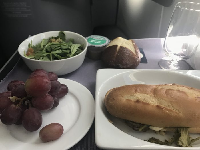 united polaris business class boeing 787 9 san francisco sfo to denver den lunch 700x525 - United Polaris Business Class Boeing 787-9 San Francisco SFO to Denver DEN review
