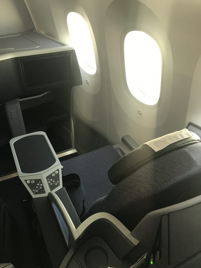 united polaris business class boeing 787 9 san francisco sfo to denver den seats 700x933 - United Polaris Business Class Boeing 787-9 San Francisco SFO to Denver DEN review