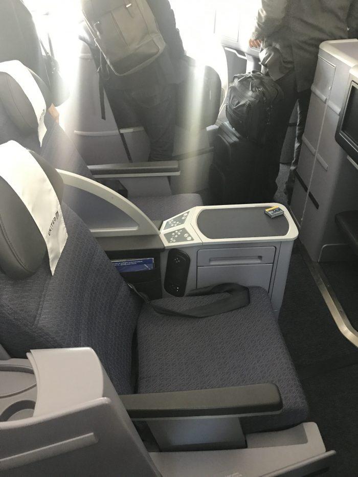 united polaris business class cabin boeing 787 9 san francisco sfo to denver den 700x933 - United Polaris Business Class Boeing 787-9 San Francisco SFO to Denver DEN review