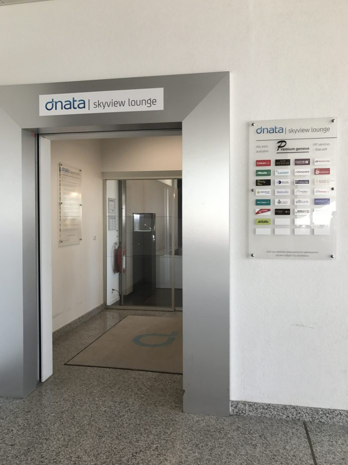dnata skyview lounge geneva airport entrance 700x933 - Dnata SkyView Lounge Geneva Airport GVA review