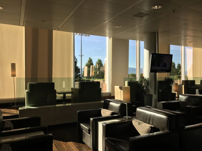 dnata skyview lounge geneva airport seating sunlight 700x525 - Dnata SkyView Lounge Geneva Airport GVA review