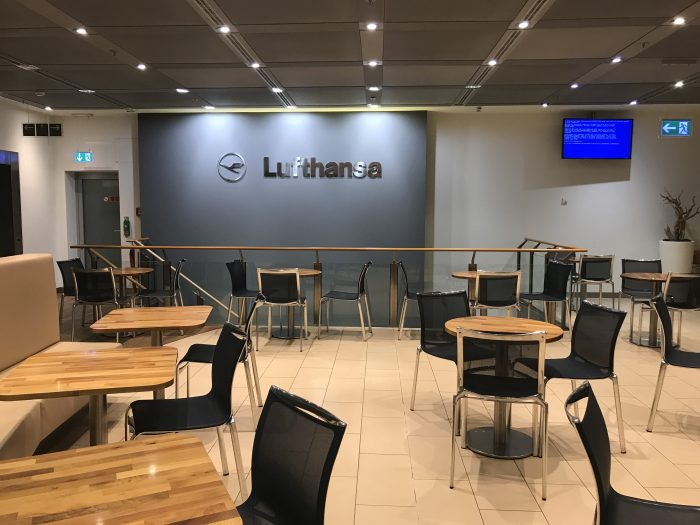 lufthansa welcome lounge frankfurt airport 700x525 - Lufthansa Welcome Lounge Frankfurt Airport FRA review