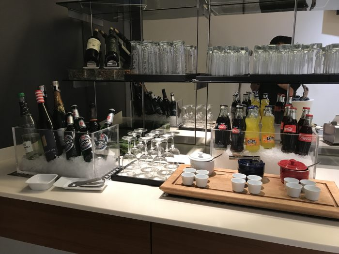 lufthansa welcome lounge frankfurt airport beer wine 700x525 - Lufthansa Welcome Lounge Frankfurt Airport FRA review