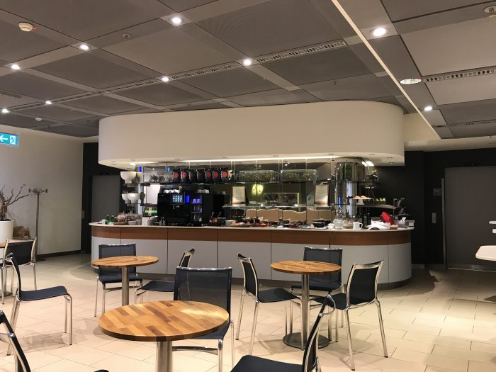 lufthansa welcome lounge frankfurt airport dining room 700x525 - Lufthansa Welcome Lounge Frankfurt Airport FRA review