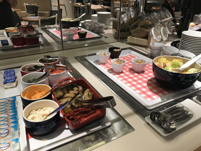 lufthansa welcome lounge frankfurt airport food 700x525 - Lufthansa Welcome Lounge Frankfurt Airport FRA review