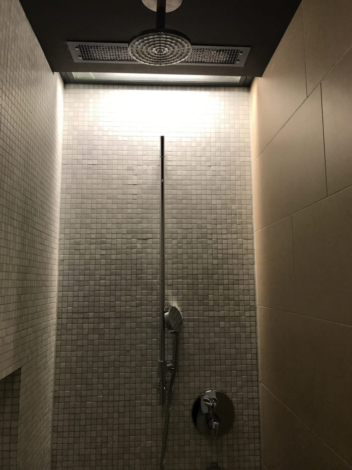 lufthansa welcome lounge frankfurt airport showers 700x933 - Lufthansa Welcome Lounge Frankfurt Airport FRA review