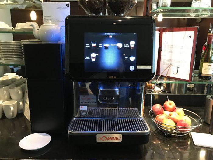 luxxlounge frankfurt airport coffee 700x525 - LuxxLounge Frankfurt Airport FRA review