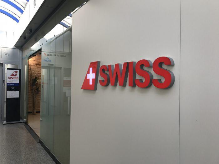 swiss business class lounge geneva airport entrance 700x525 - Swiss Business Class Lounge Geneva Airport GVA review