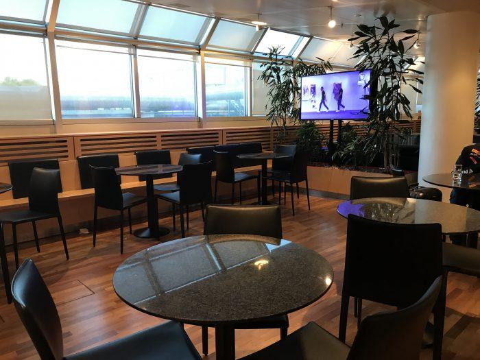 swissport horizon lounge geneva airport 700x525 - Swissport Horizon Lounge Geneva Airport GVA review
