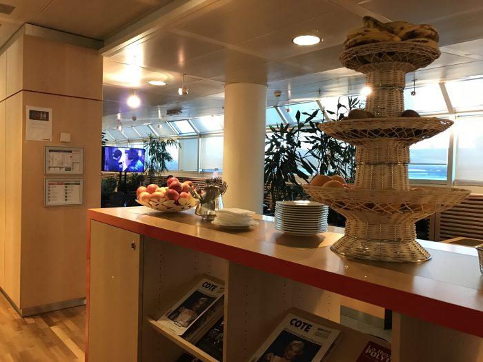 swissport horizon lounge geneva airport dining 700x525 - Swissport Horizon Lounge Geneva Airport GVA review