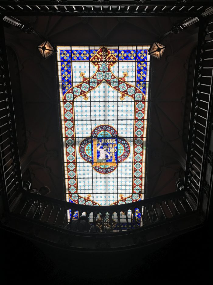 livraria lello stained glass ceiling jk rowling harry potter porto 700x933 - How to have a Harry Potter & JK Rowling experience in Porto, Portugal