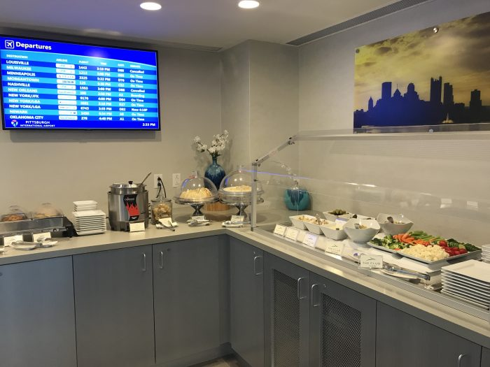 the club pittsburgh lounge food 700x525 - The Club at Pittsburgh International Airport review