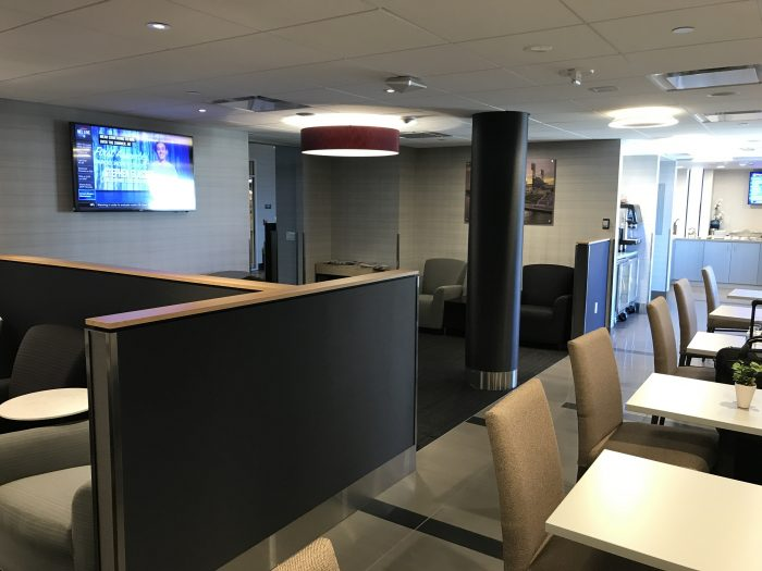 the club pittsburgh lounge seating 700x525 - The Club at Pittsburgh International Airport review